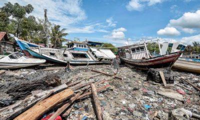 indonesia tsunami, indonesia tsunami kills people, indonesia tsunami death toll, tsunami in indonesia, இந்தோனேசியாவில் சுனாமி, இந்தோனேசியா சுனாமி, இந்தோனேசியா சுனாமி பலி, இந்தோனேசியாவில் சுனாமி தாக்குதல்